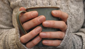 hands-holding-mug-main_article_new-300x173
